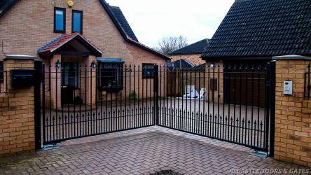 Weston Favel Raven black metal double gates
